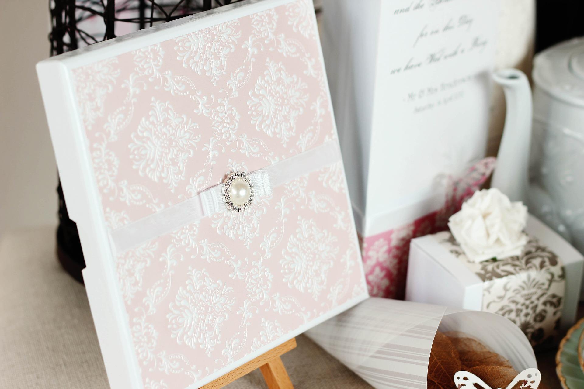 wedding-invitations-3392698_1920